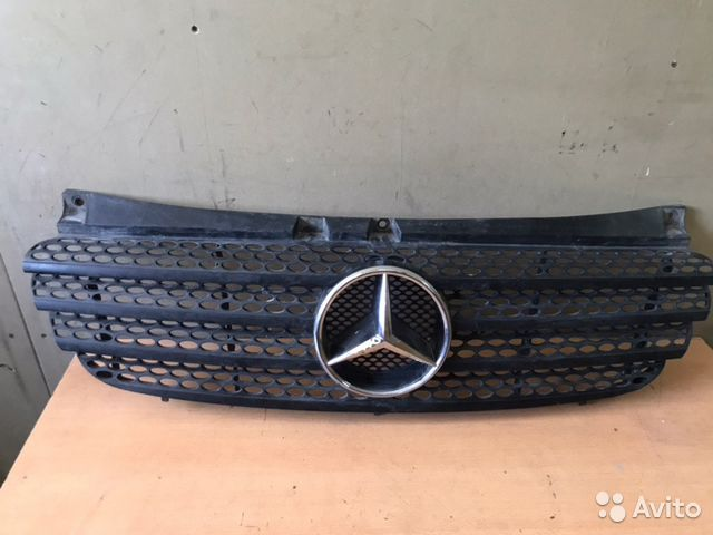 89026196331 Решетка радиатора Mercedes-Benz V-Class W639 2.2