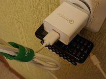 Держатель телефона при зарядке на розетке с коврик