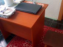 Стол и две табуретки